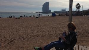 Barcelona-Wochenende-Strand-Sitzen