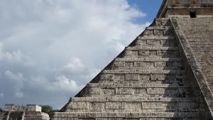 chichen itza pyramide kukulkan stufen